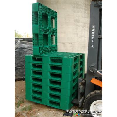Per110h15HDK - BANCALE  QUADRATO  VERDE  1100x1100  h.15   in Plastica HDPE, provvisto di gommini su 3 Strati; Peso 12 Kg. Portata su Forca 2000 Kg. (2 Tons) idoneo alla Portata di 4 Fusti da 250 Kg. L'uno. Idoneo alla Sovrapponibilità a 2 Livelli con 8 Fusti.