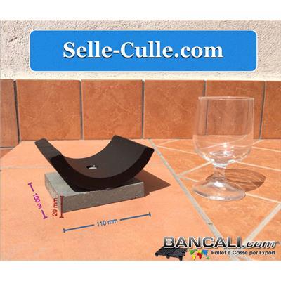 Selletta Portatubi in Plastica PE con piattello in plastica riciclata 100x110 mm  h 20 come basamento; assemblati con Vite inox e rondella e dado in acciaio inox del 6 mm. a forma di Culla per il sostegno o supporto di Tubi. Peso Tara 450 gr.
