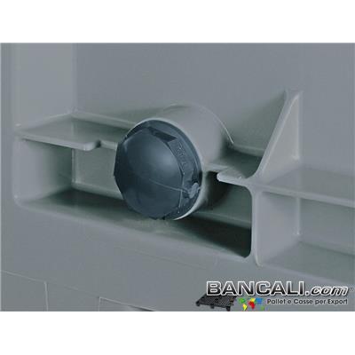 TAPPO a Vite Esagonale in Plastica per CargoPallet.  Effettuata la Filettatura  per la Vite  nell'area  predisposta del Box in Plastica